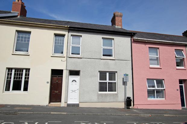 3 Bedrooms Terraced House for sale in Parcmaen Street, Carmarthen, Carmarthenshire