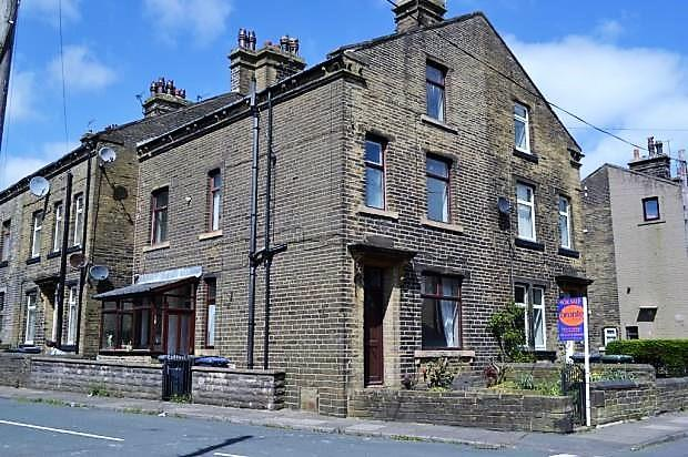 4 Bedrooms Terraced House for sale in Stradmore Road, Denholme, Bradford, BD13 4BX