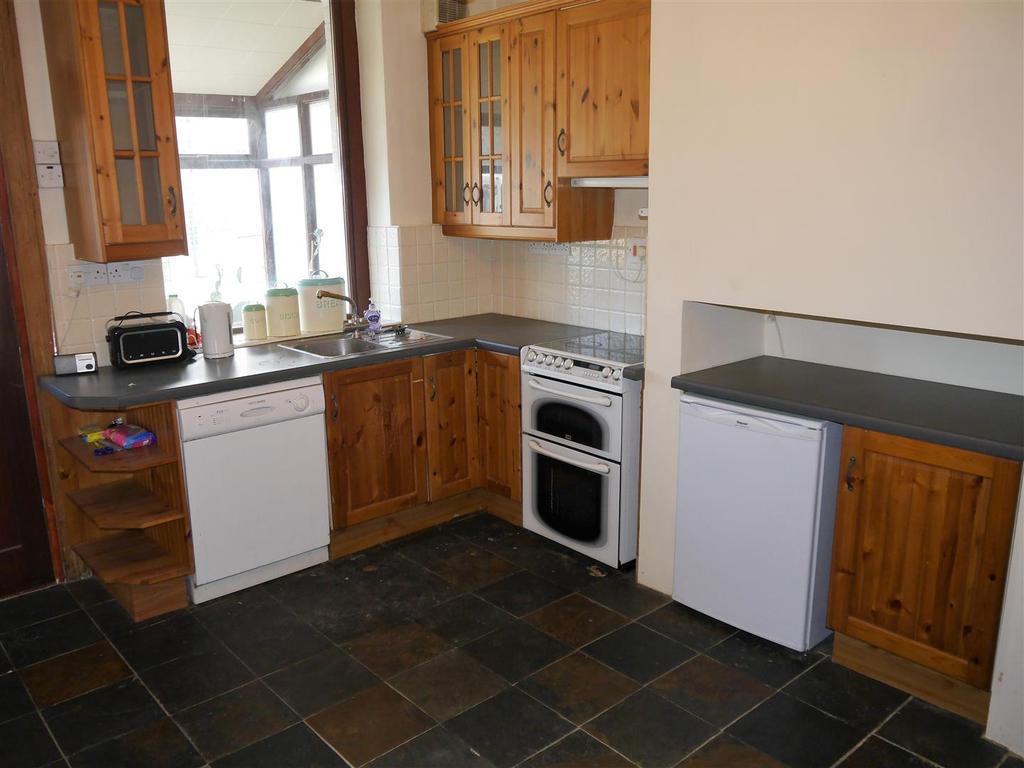 4 Bedrooms Terraced House for sale in Stradmore Road, Denholme, Bradford, BD13 4BX