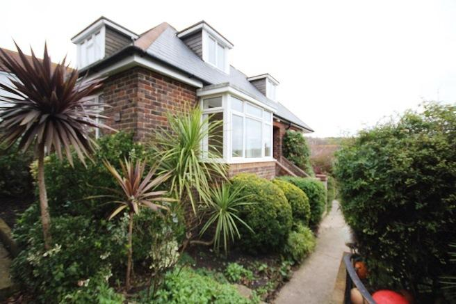 4 Bedrooms Detached Bungalow for rent in Freshfield Road, Brighton BN2