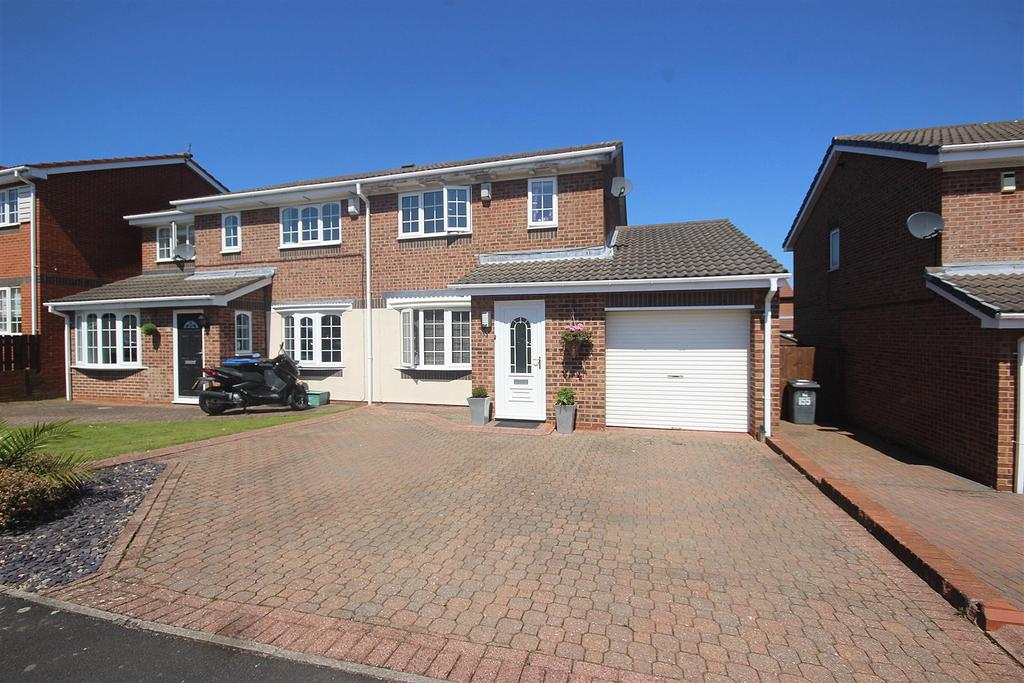3 Bedrooms Semi Detached House for sale in Brackenbeds Close, Pelton, Chester Le Street