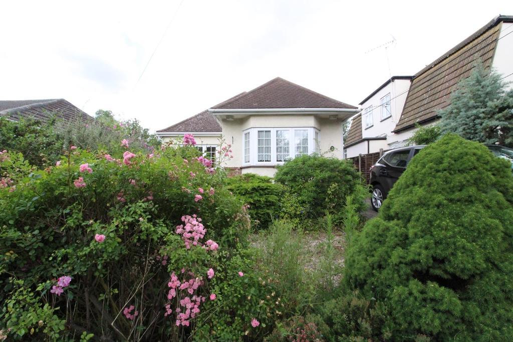 2 Bedrooms Detached Bungalow for sale in Cranham Gardens, Upminster, Essex, RM14