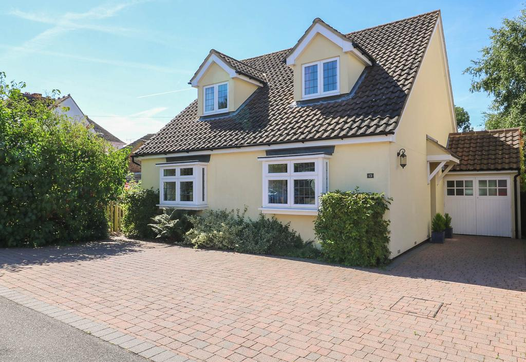 4 Bedrooms Detached House for sale in Station Road, Billericay CM12