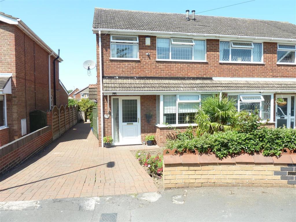 3 Bedrooms Semi Detached House for sale in Longmeadow Rise, Keelby, Grimsby