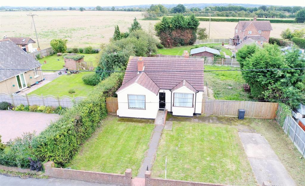 3 Bedrooms Detached Bungalow for sale in Main Road, Boreham, Chelmsford