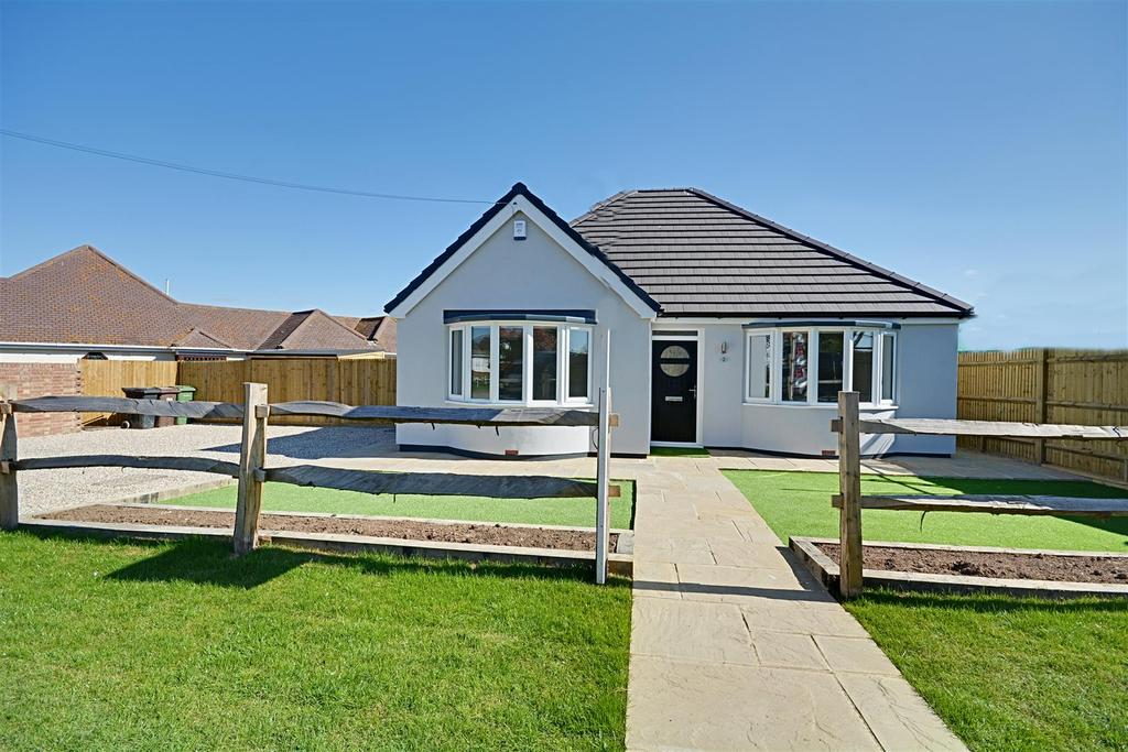 2 Bedrooms Detached Bungalow for sale in Grand Avenue, Bexhill-On-Sea