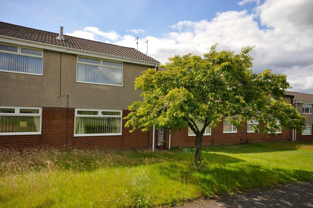 2 Bedrooms Apartment Flat for sale in Priestsfield Close, Chaplegarth, Sunderland