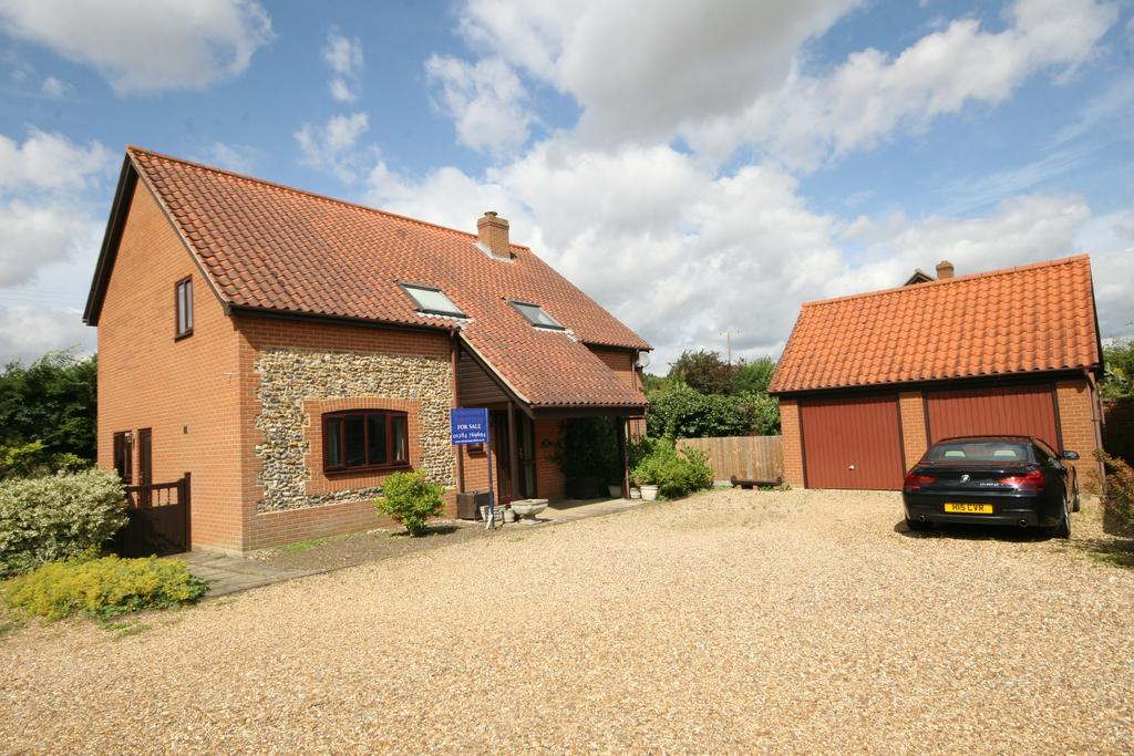 4 Bedrooms Detached House for sale in The Street, Hepworth IP22