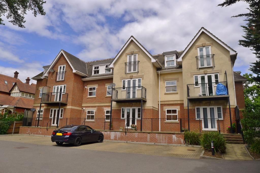 2 Bedrooms Apartment Flat for sale in YORK HOUSE, FAREHAM