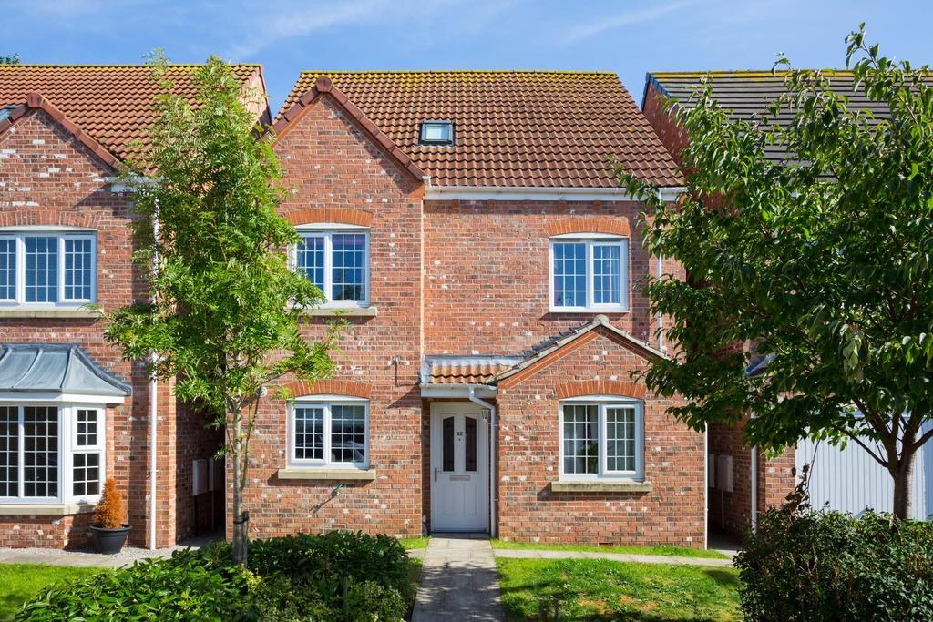 4 Bedrooms Detached House for sale in Mallard Close, York