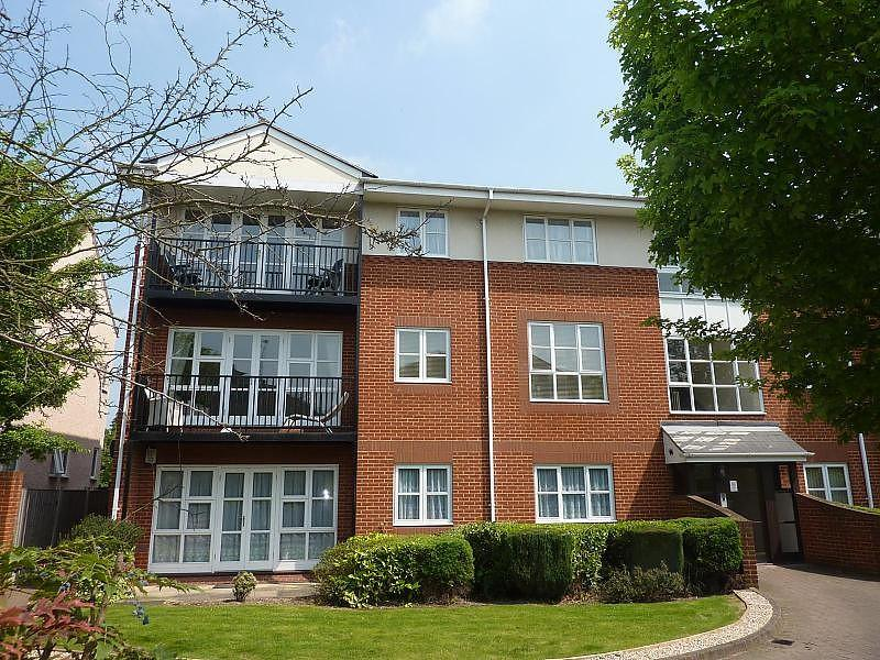 2 Bedrooms Apartment Flat for rent in St. Kathryns Place, Deyncourt Gardens, Upminster, Essex, RM14