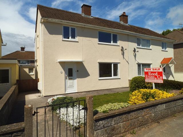 3 Bedrooms Semi Detached House for sale in Sycamore Avenue, Pyle, Bridgend CF33