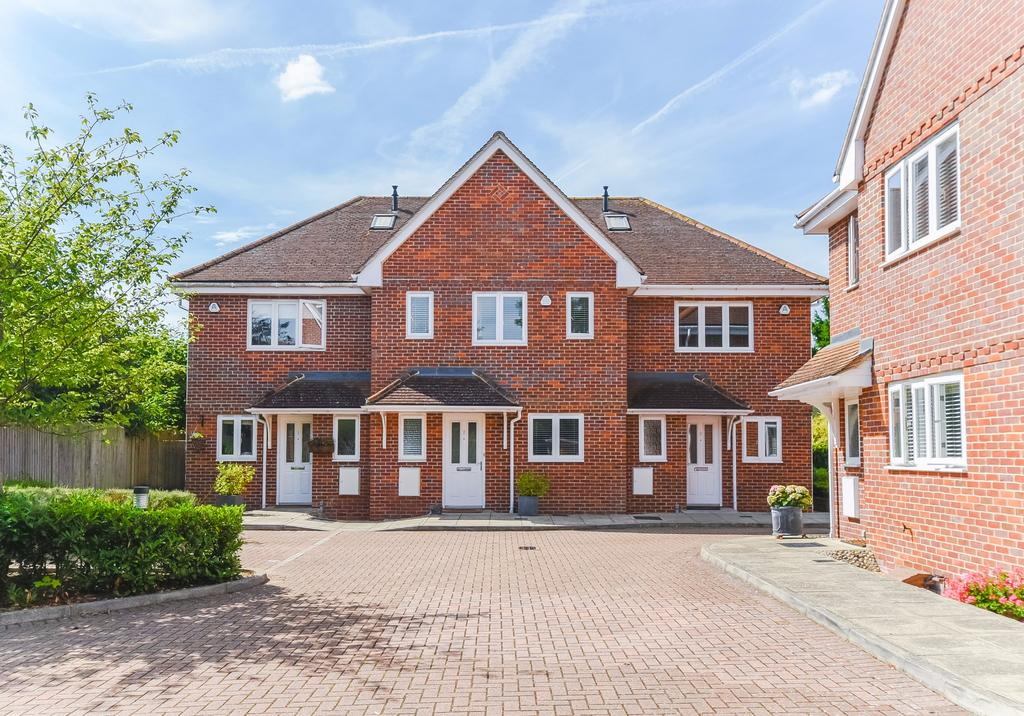 3 Bedrooms Terraced House for sale in Beaconsfield
