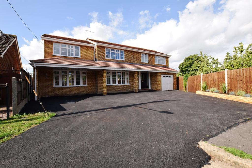 5 Bedrooms Detached House for sale in Rosbach Road, Canvey Island