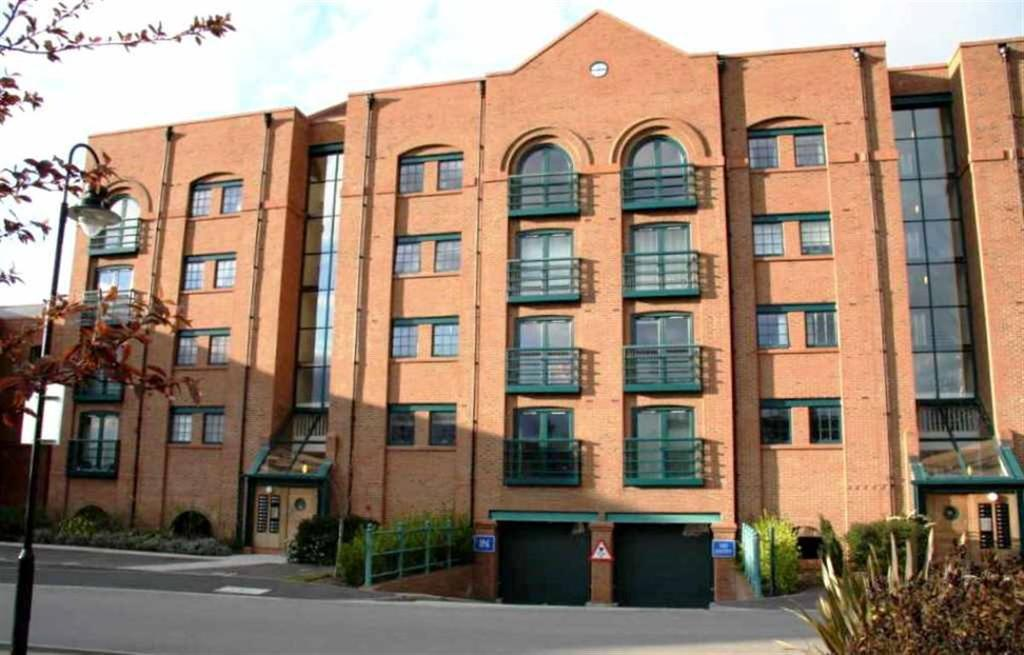 2 Bedrooms Apartment Flat for sale in Wharton Court, Hoole