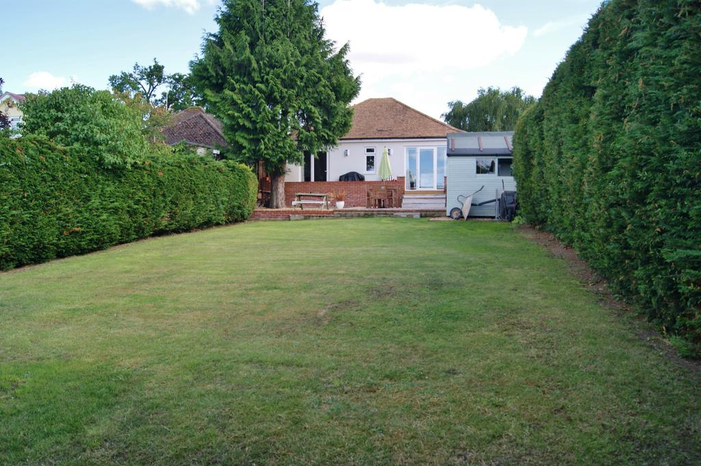 2 Bedrooms Detached Bungalow for sale in Horringer Road, Bury St Edmunds IP33