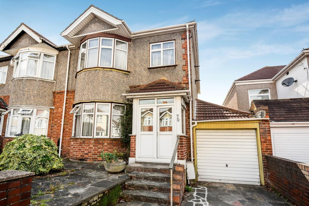 3 Bedrooms Semi Detached House for sale in Felhampton Road New Eltham SE9