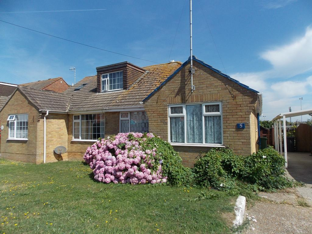2 Bedrooms Semi Detached Bungalow for sale in Piddinghoe Close, Peacehaven, East Sussex