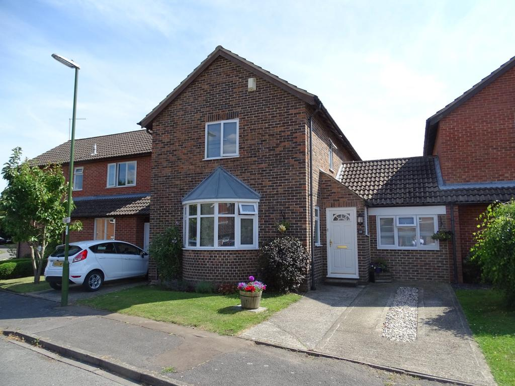 4 Bedrooms Link Detached House for sale in Westergate, Chichester