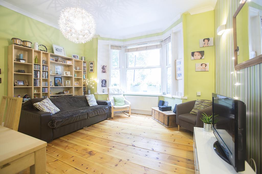 3 Bedrooms Flat for sale in Millfields Road, London E5