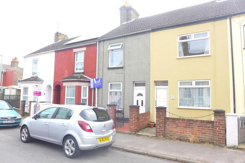 3 Bedrooms Terraced House for sale in Essex Road, Lowestoft