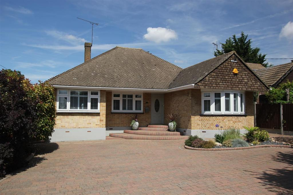 4 Bedrooms Detached Bungalow for sale in Rettendon Common, Chelmsford