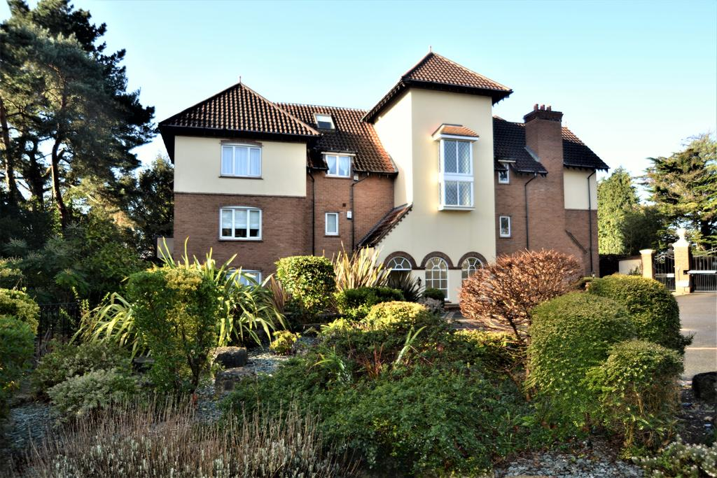 3 Bedrooms Apartment Flat for sale in 38 Nairn Road, Canford Cliffs BH13