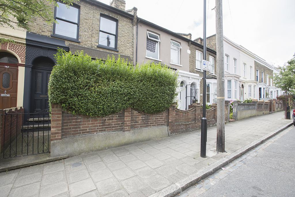 3 Bedrooms Terraced House for sale in Clifden Road, London E5