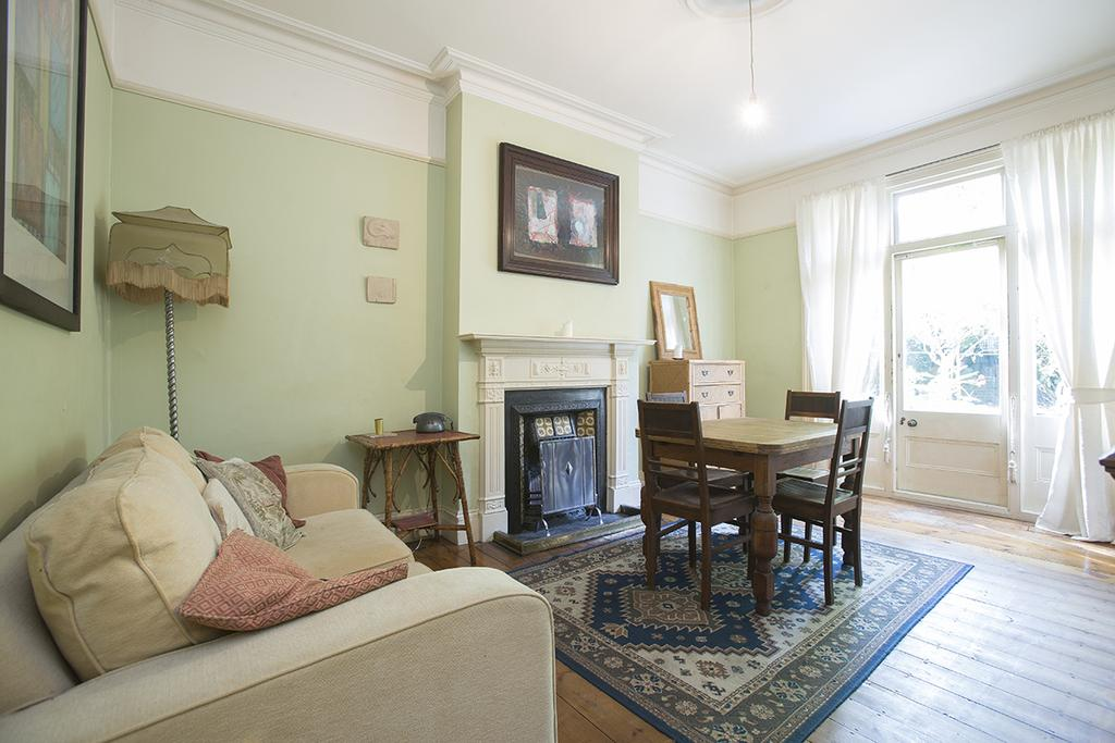 4 Bedrooms Terraced House for sale in Gunton Road E5