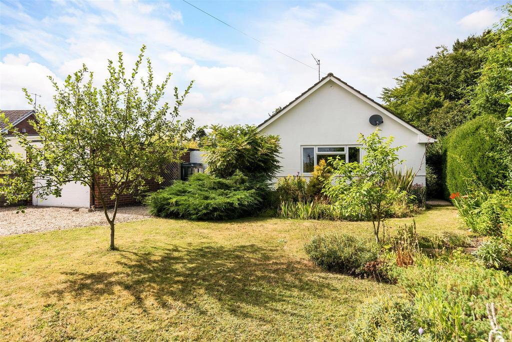 3 Bedrooms Bungalow for sale in Fairfield, Upavon, Pewsey
