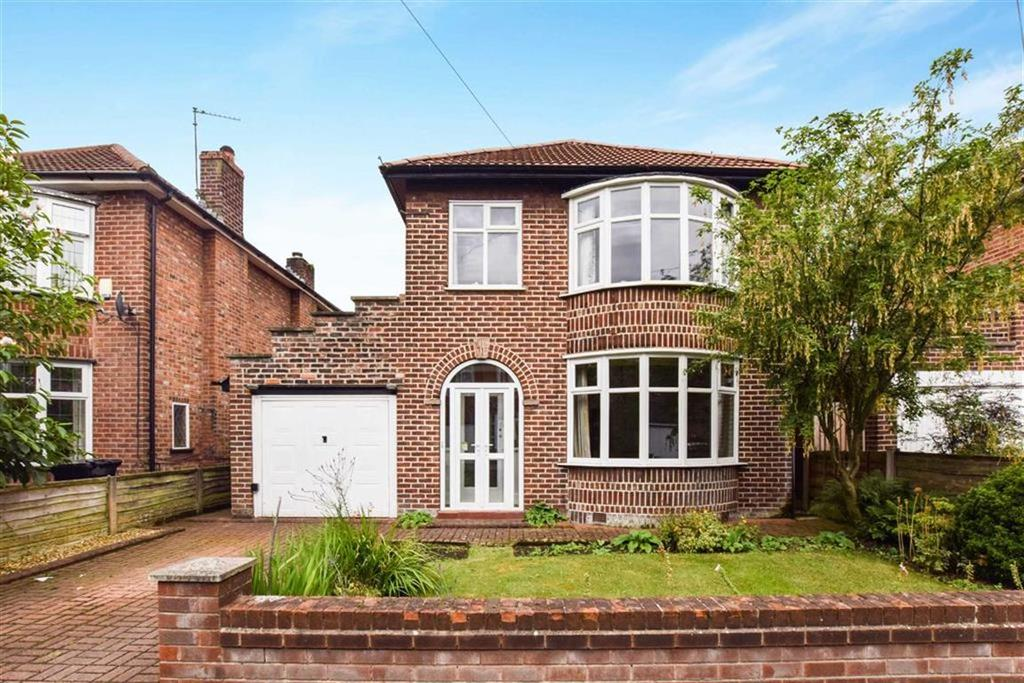 3 Bedrooms Detached House for sale in Wasdale Avenue, Urmston