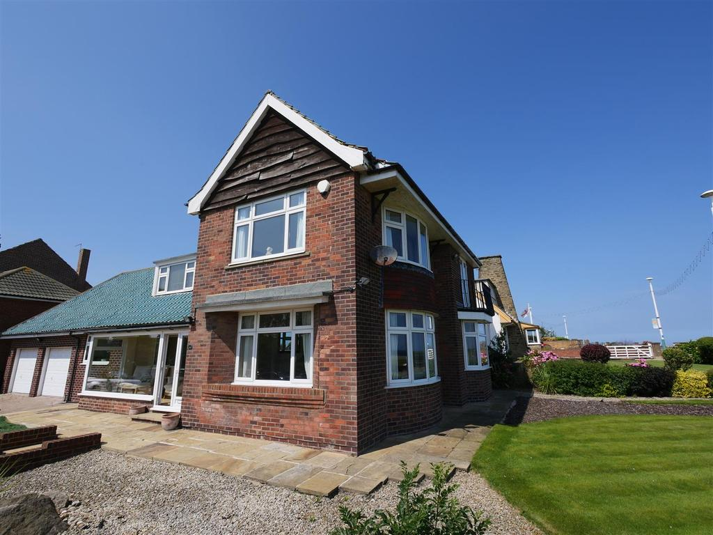 3 Bedrooms Detached House for sale in Side Cliff Road, Roker, Sunderland