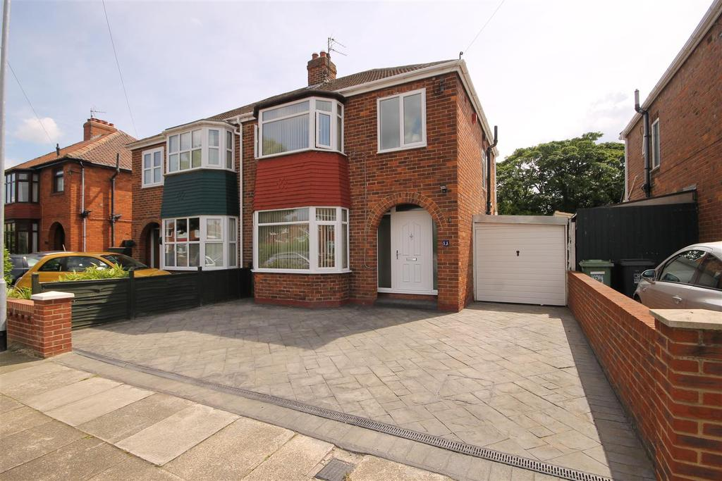 3 Bedrooms Semi Detached House for sale in Southbrooke Avenue, Brooke Estate, Hartlepool