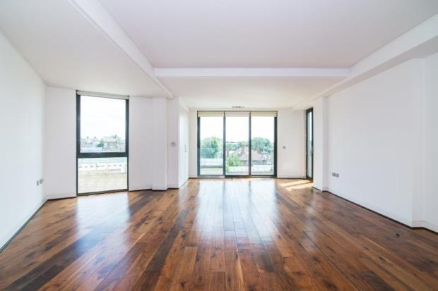 3 Bedrooms Flat for sale in Holmes Road, Kentish Town, London, NW5