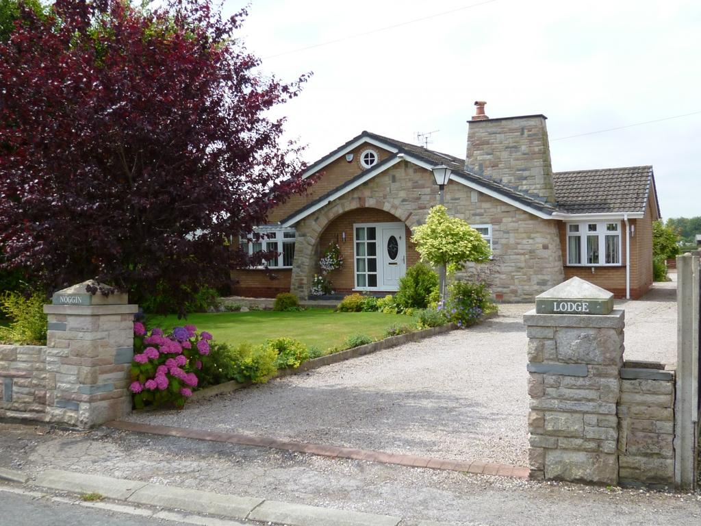 3 Bedrooms Detached Bungalow for sale in Croft, Warrington