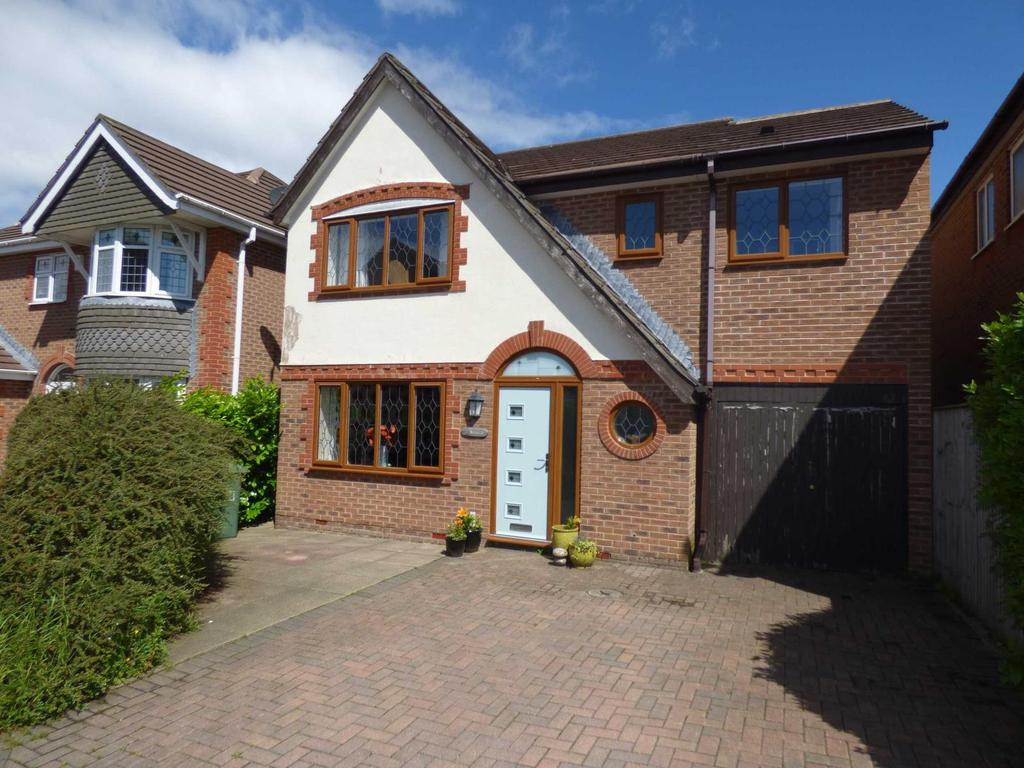 4 Bedrooms Detached House for sale in Moorfield Court, Grange Moor, Wakefield, West Yorkshire, WF4
