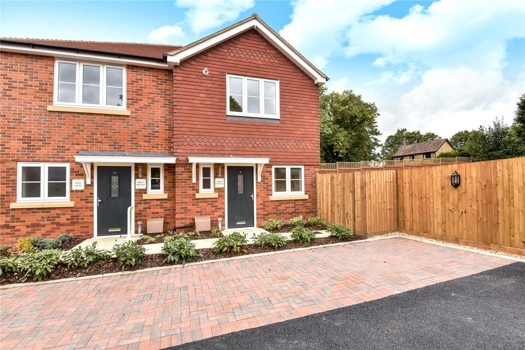 2 Bedrooms Maisonette Flat for sale in Paddock Way, Alresford, Hampshire, SO24