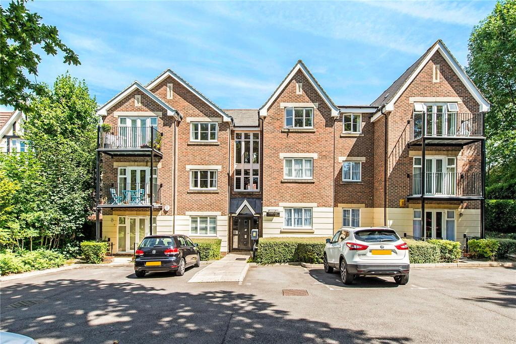 2 Bedrooms Flat for sale in High Oaks, 33 Eastbury Avenue, Northwood, Middlesex, HA6
