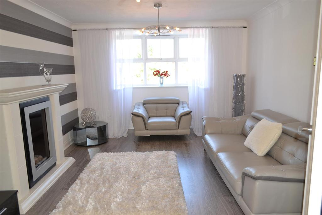 4 Bedrooms Detached House for sale in Keys Park Road, Cannock