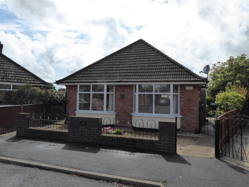 3 Bedrooms Detached Bungalow for sale in Church Close, Waltham