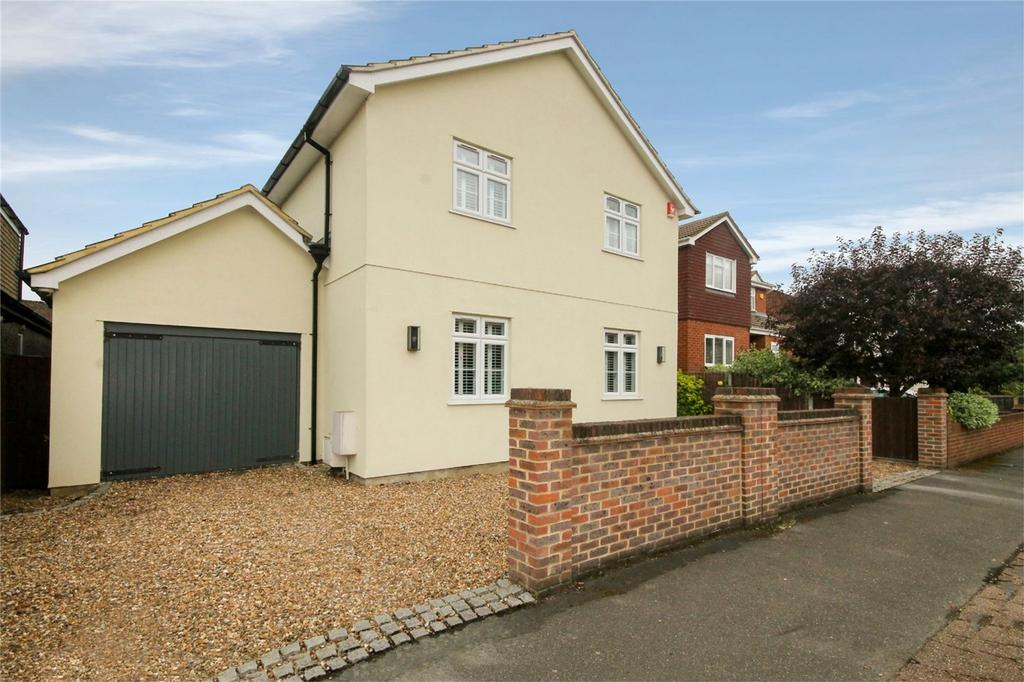 5 Bedrooms Detached House for sale in Ethel Road, Ashford, Surrey