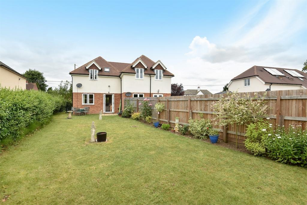 2 Bedrooms Semi Detached House for sale in Tongham, Farnham, Surrey