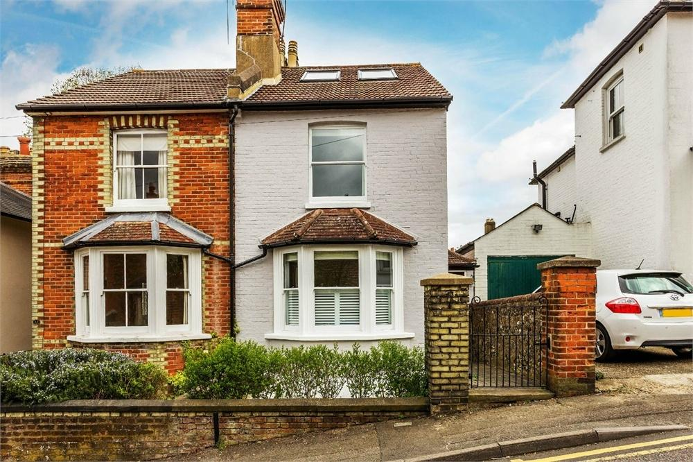 3 Bedrooms Semi Detached House for sale in Cheselden Road, Guildford, Surrey