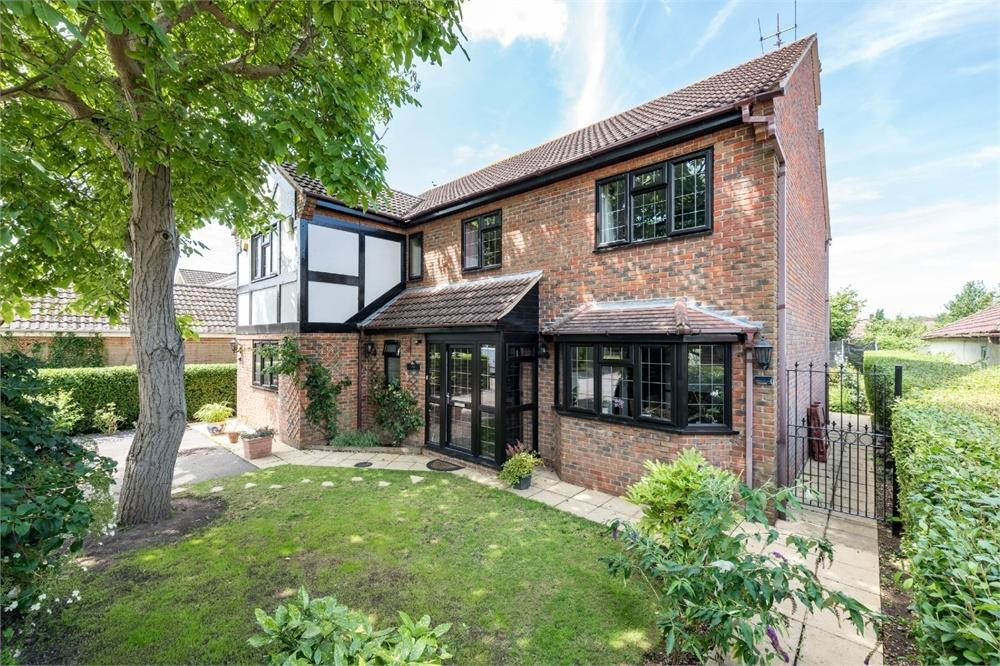 5 Bedrooms Detached House for sale in Redmill, Colchester, Essex