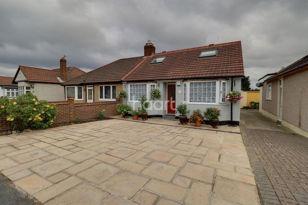 4 Bedrooms Bungalow for sale in King Harolds Way, Bexleyheath, DA7