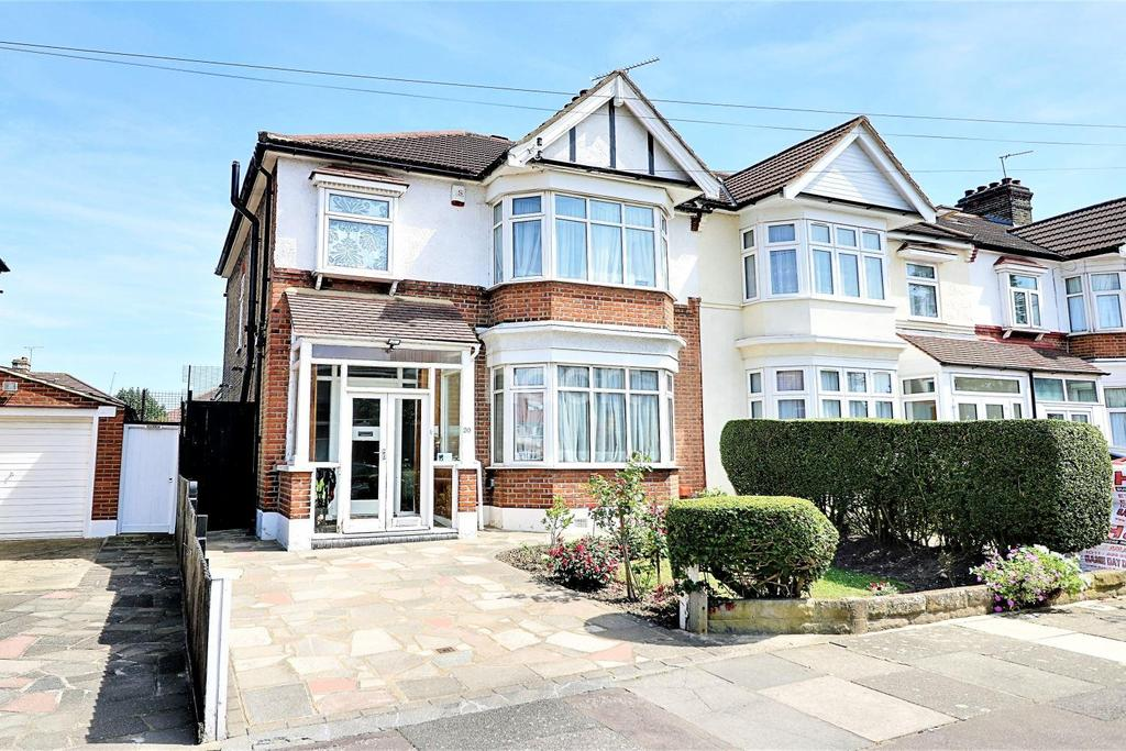 3 Bedrooms End Of Terrace House for sale in Devonport Gardens, Ilford, Essex
