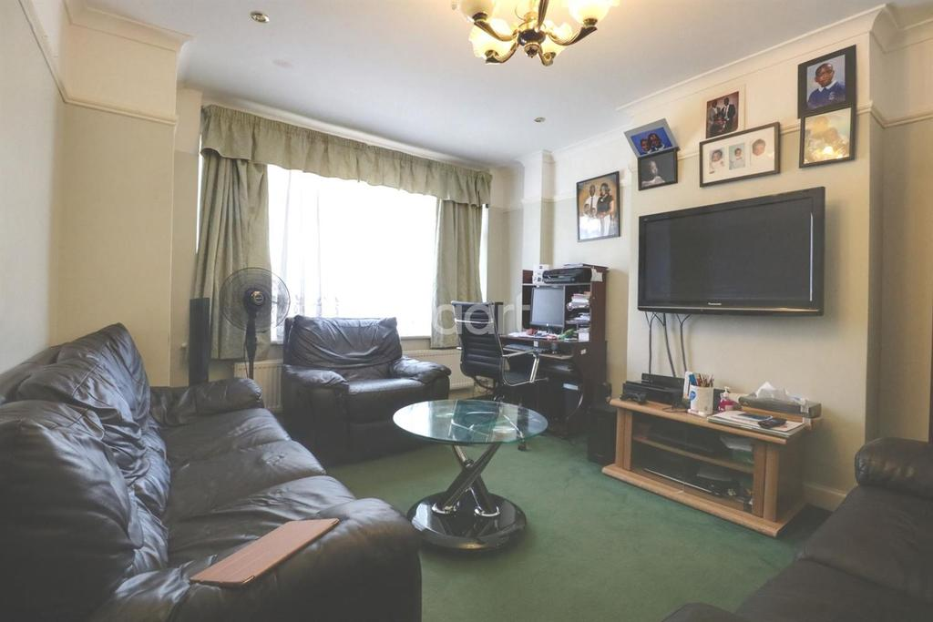 3 Bedrooms Terraced House for sale in Keston Road, Thornton Heath, CR7
