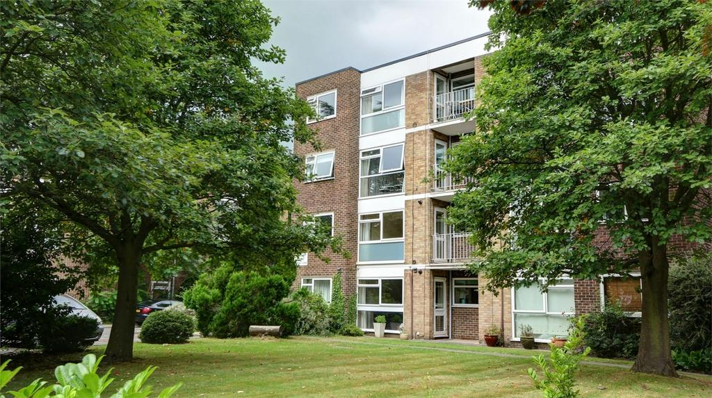 2 Bedrooms Flat for sale in Copers Cope Road, Beckenham, Kent