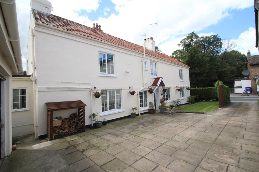 4 Bedrooms Detached House for sale in 4 THE VILLAGE, STRENSALL, YORK, YO32 5XS