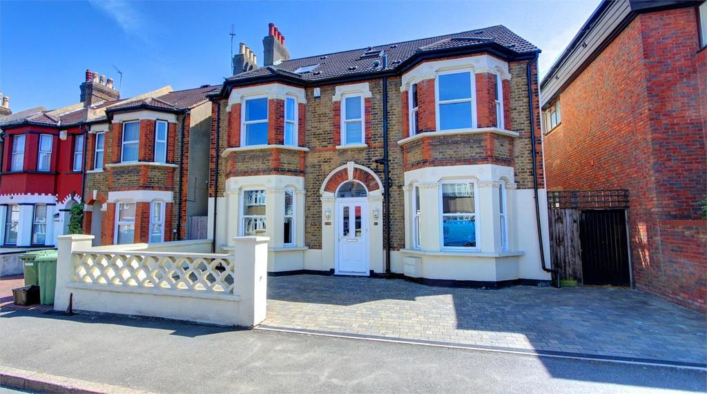 6 Bedrooms Detached House for sale in Southlands Road, Bromley, Kent